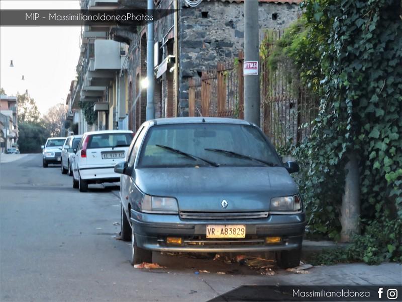 Auto Abbandonate - Pagina 10 Renault-Clio-S-1-4-78cv-93-VRA83829