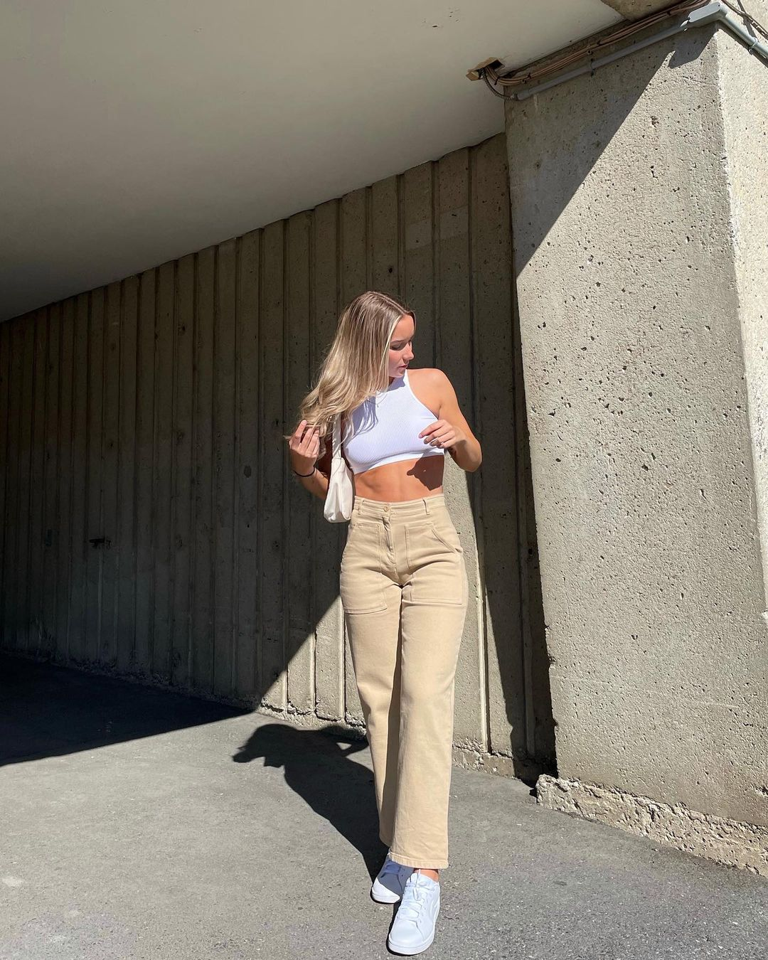 Amy-Shaver-Wallpapers-Insta-FIt-Bio-2