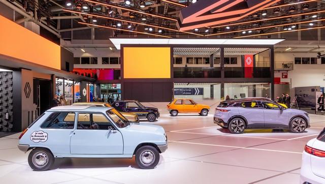 La Renault 5Prototype rencontre ses aïeules au salon de l'automobile de Munich Salon-IAA-de-Munich-2021-Renault-5-Prototype-et-Renault-5-15