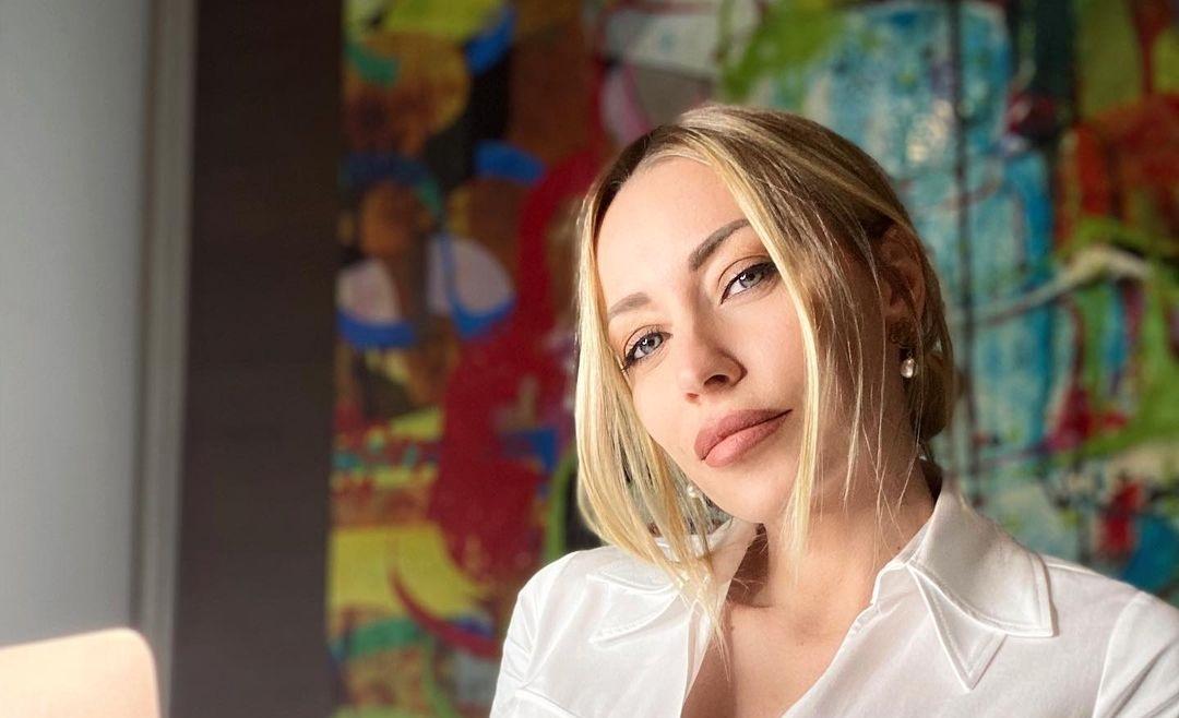 Karina-Cascella-Wallpapers-Insta-Fit-Bio-10