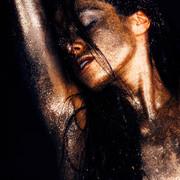 Chiara-Bianchino-Glitter-Girl-by-Hannes-Windrath-28