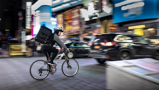 entregador-bicicleta-delivery-no-varejo-ifood-ubereats