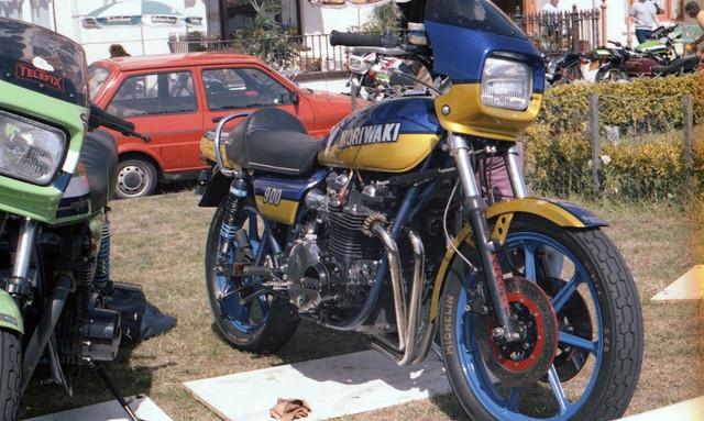 [Image: 1984-Isle-of-Man-Kawasaki-900-custom.jpg]
