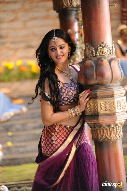 Rudramadevi-Anushka-Shetty-6