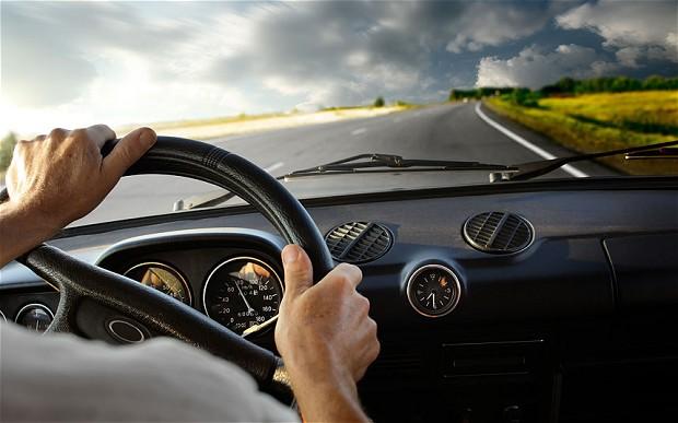 Ikuti 6 Tips Keselamatan Perjalanan Darat Ini Saat Mengendarai Mobil Anda