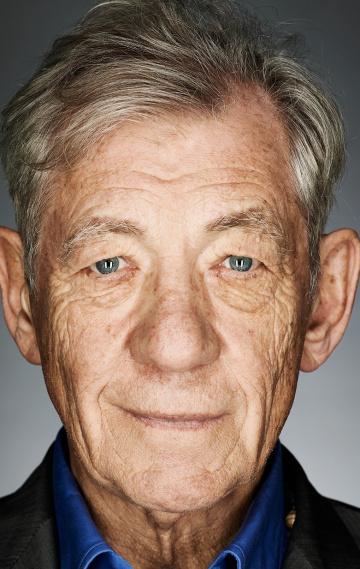 Смотреть Иэн МакКеллен Онлайн бесплатно - Сэр Иэн Мюррей Маккеллен — британский актёр театра и кино, получивший широкое признание...