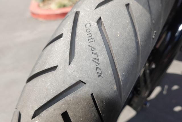 2017-Moto-Guzzi-V7-III-Racer-Front-Tire-Tread