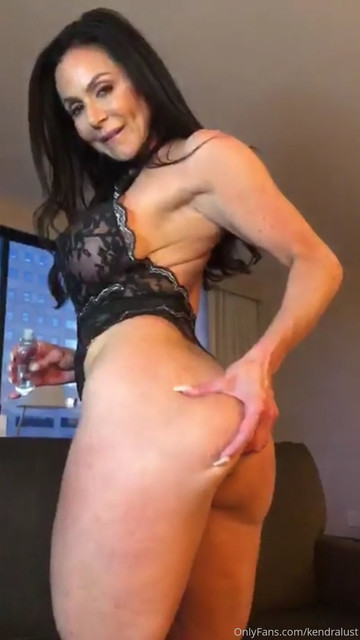 19-07-19-dm-01-Baby-I-know-you-want-to-worship-my-big-sexy-ass-so-don-t-miss-part-1-of-my-1064x1891