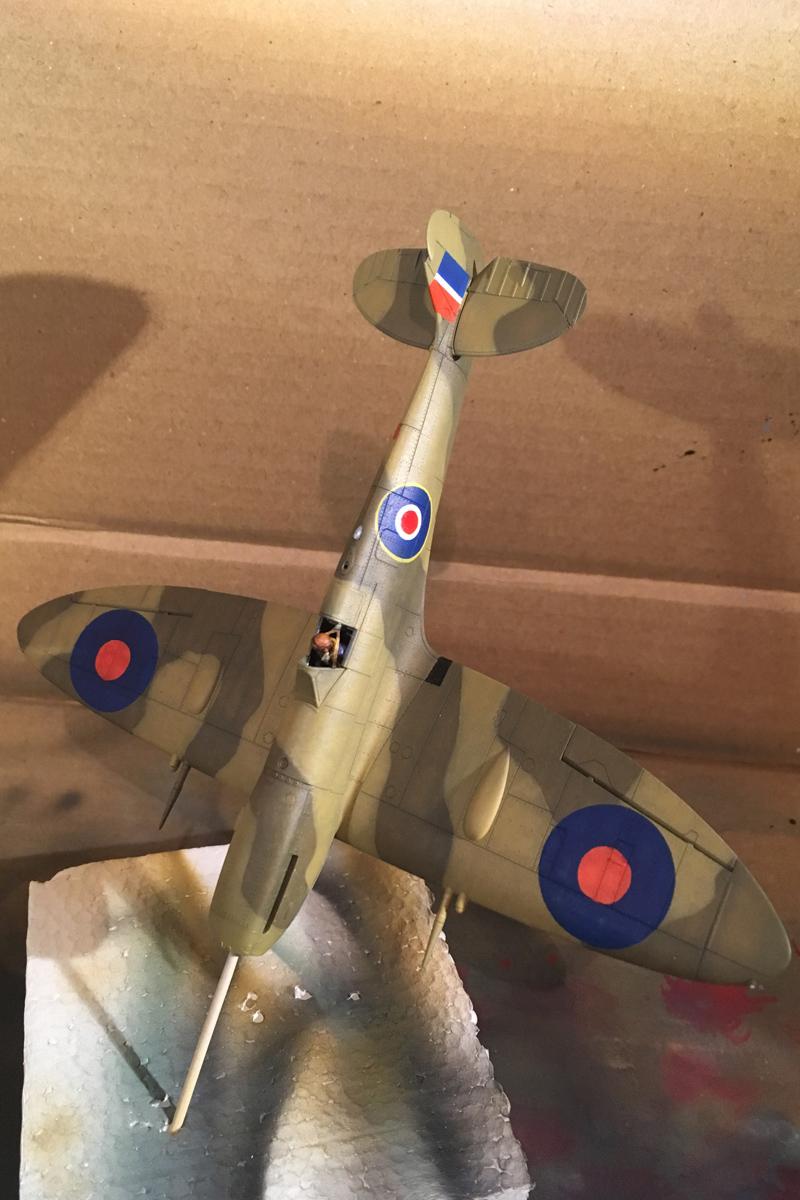 Spitfire Mk IX - Eduard 1:72 - Page 2 IMG-1623