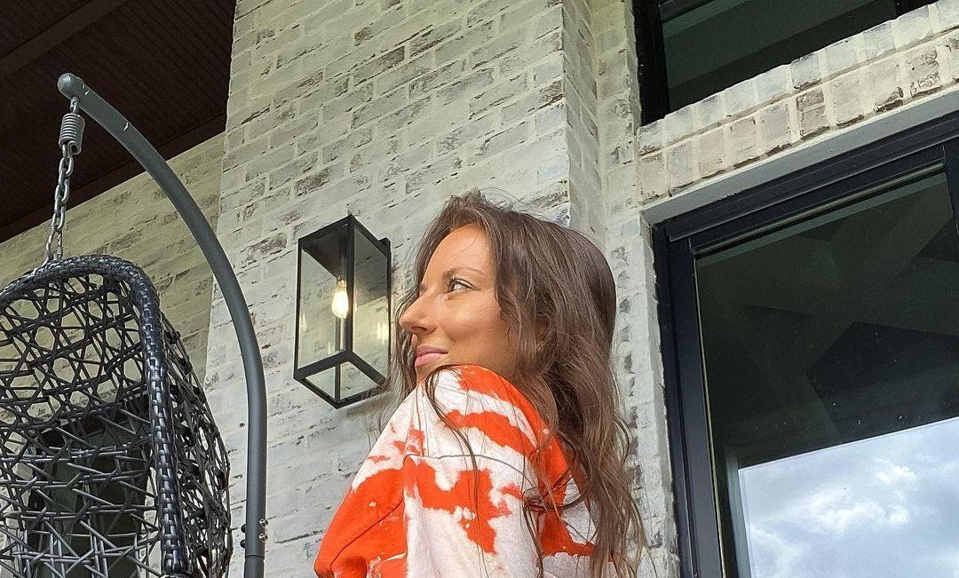 Tina-Kristina-Mang-Wallpapers-Insta-Fit-Bio-Tinaaamang-Wallpapers-Insta-Fit-Bio-9