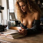 sensual-reading-39fbbb5b-c536-4683-b8b3-d7e3f83a6654