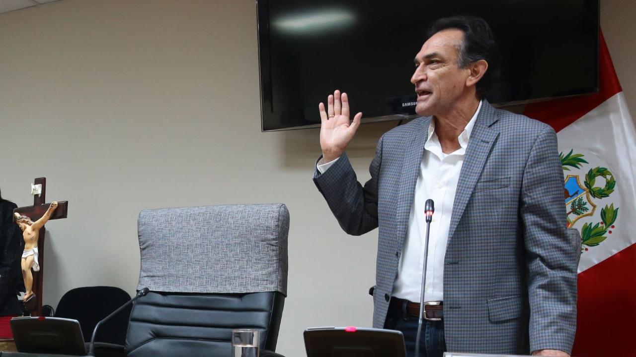 Comisión de Ética abre investigación a Héctor Becerril