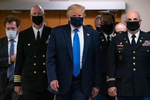 Tramp pandemiya dövrüdən ilk dəfə maska ilə göründü - FOTO