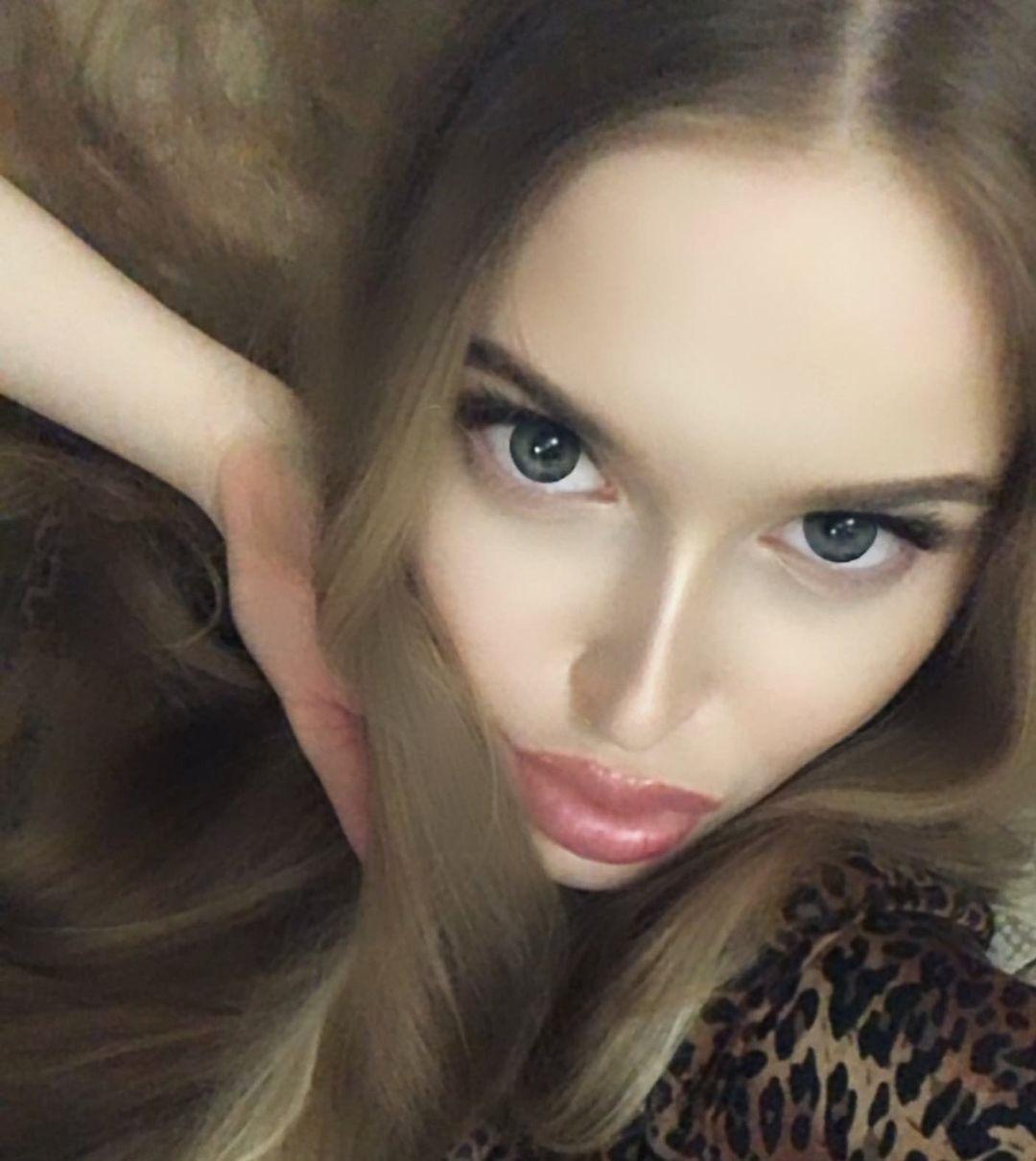 Angelina-Samokhina-Wallpapers-Insta-Fit-Bio-10