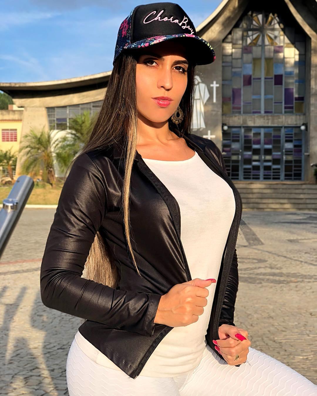 Amanda-Miguez-Wallpapers-Insta-Fit-Bio-1