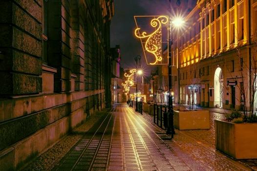 https://i.ibb.co/D9Lvrjj/night-old-town-poznan-poland-218319-3220.jpg