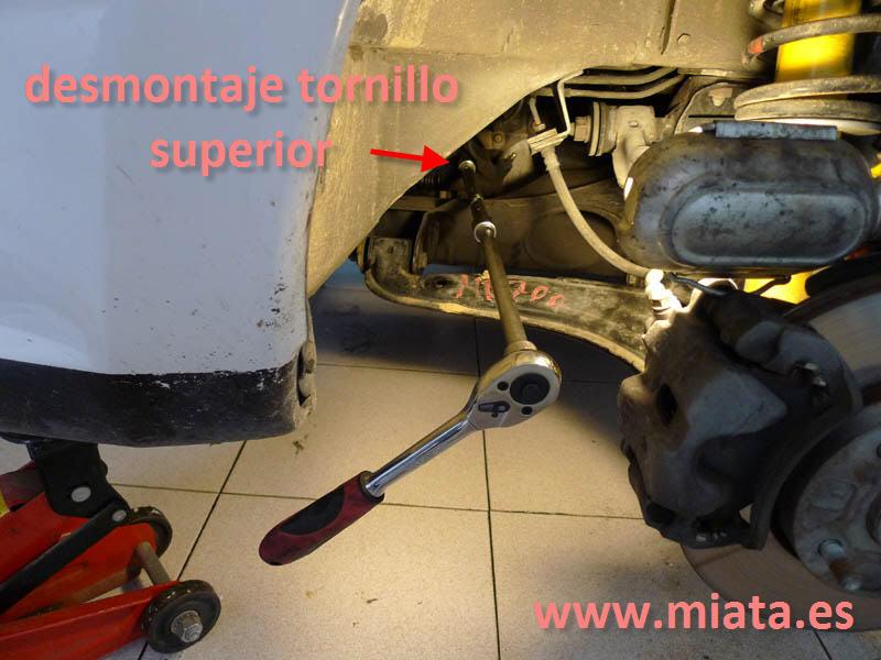TUTORIAL DE COMO CAMBIAR EL EMPUJADOR HIDRAULICO DE LA LEVA DEL EMBRAGUE DEL MX-5/MIATA. 006