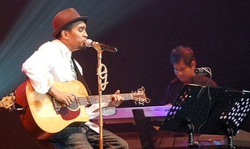 Glenn-Fredly-tribute-to-Chrisye