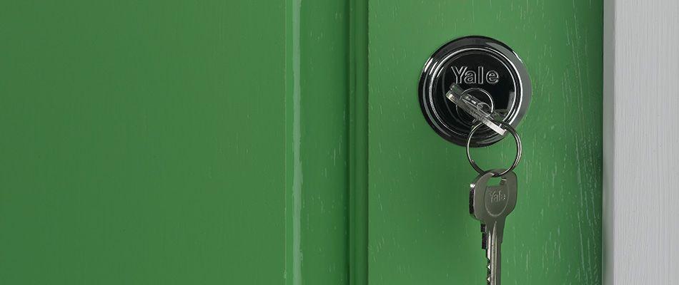 Mengamanakan Rumah Mengunci Pintu Sebelum Pergi