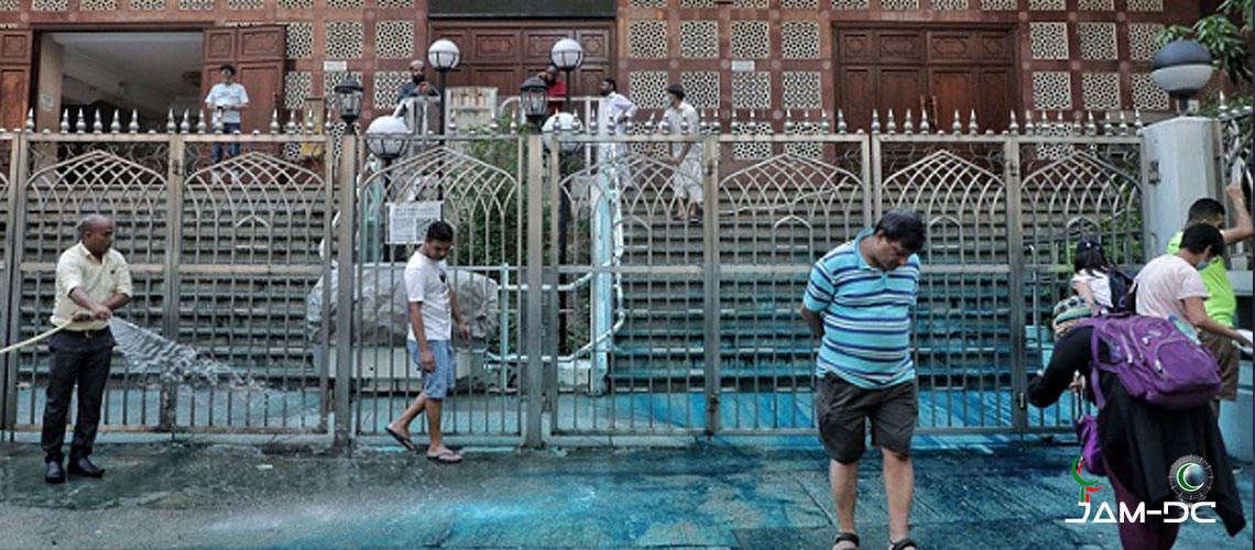 Волонтеры из Гонконга очищают мечеть