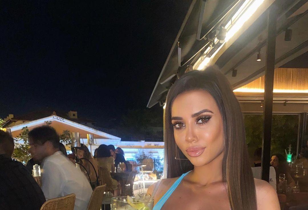 Marianna-Ioannou-Wallpapers-Insta-Fit-Bio-6