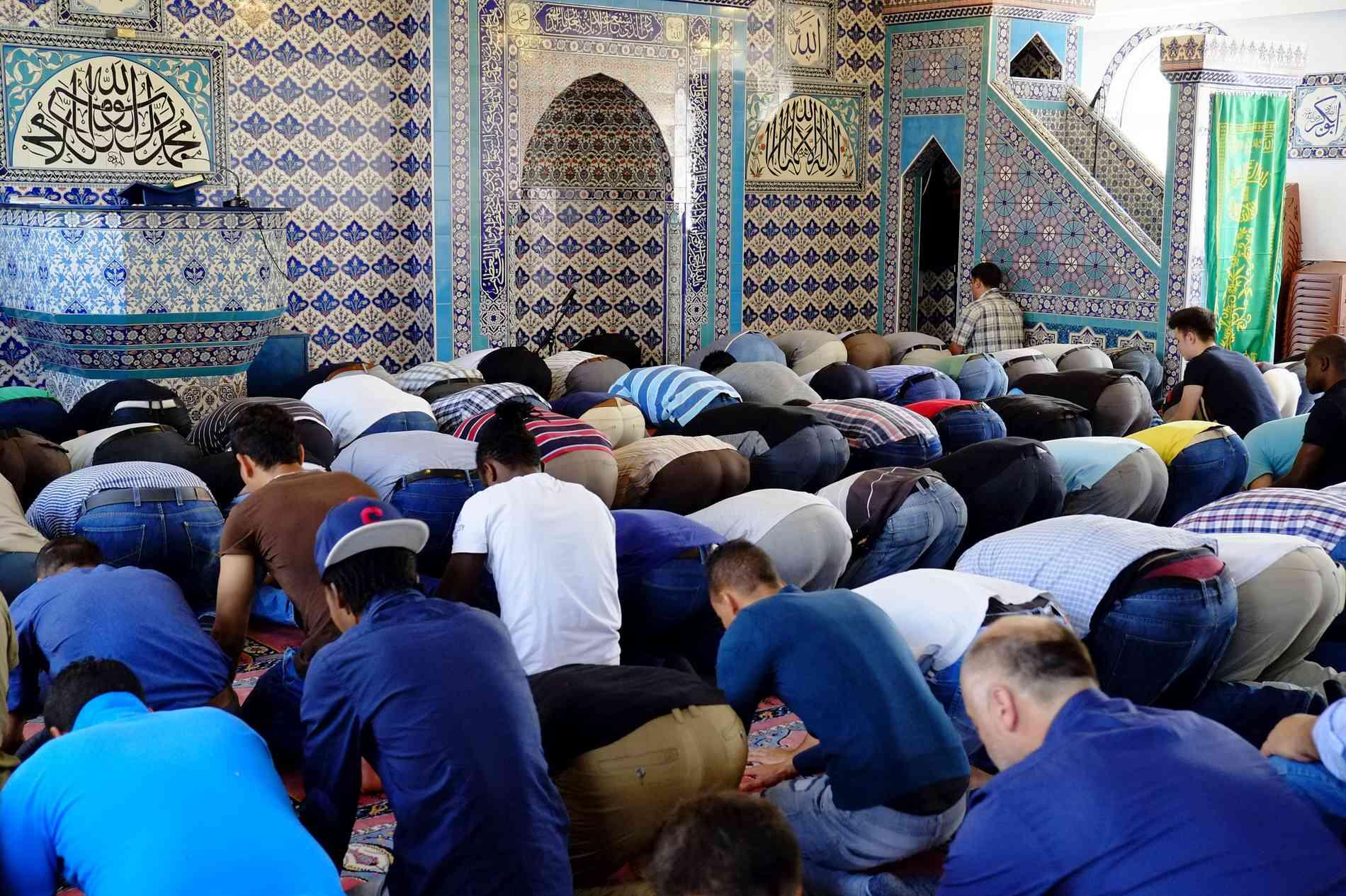 تقرير امريكي يهز العالم: الاسلام الاسرع انتشارا والمسلمون قادمون