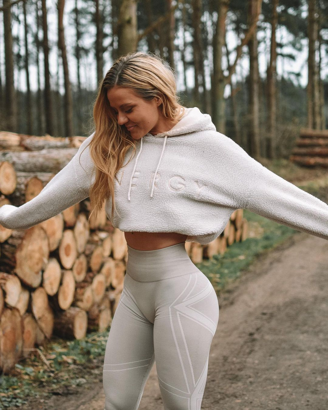 Dominique-Asgeirsdottir-Wallpapers-Insta-Fit-Bio-5