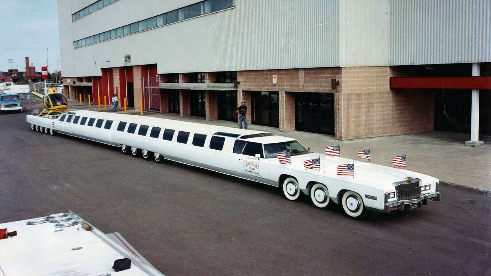 https://i.ibb.co/DLcdgKF/limo01.jpg