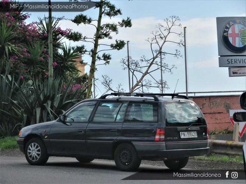 avvistamenti auto storiche - Pagina 2 Opel-Astra-Caravan-Si-1-6-101cv-93-PN355420-145-850-27-2-2018