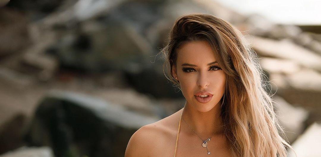 Stefani-Rodriguez-Wallpapers-Insta-Fit-Bio-1