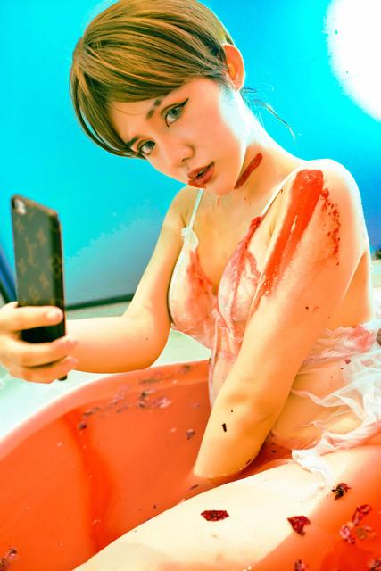 Foto Cewek Tomboy Sexy Berlumuran Darah