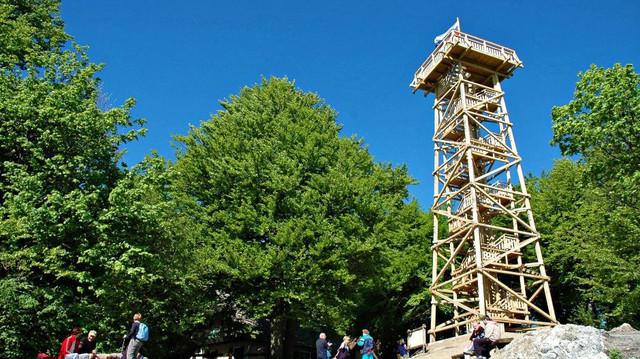 Planina stolp sirse z ljudmi 16x9