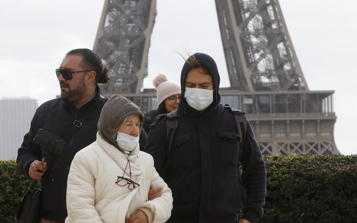 فرض الحظر الشامل فرنسا بعد تصاعد مخيف في كورونا
