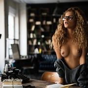 sensual-reading-8d92d45c-f3da-45bd-bb09-b70ea39bb169