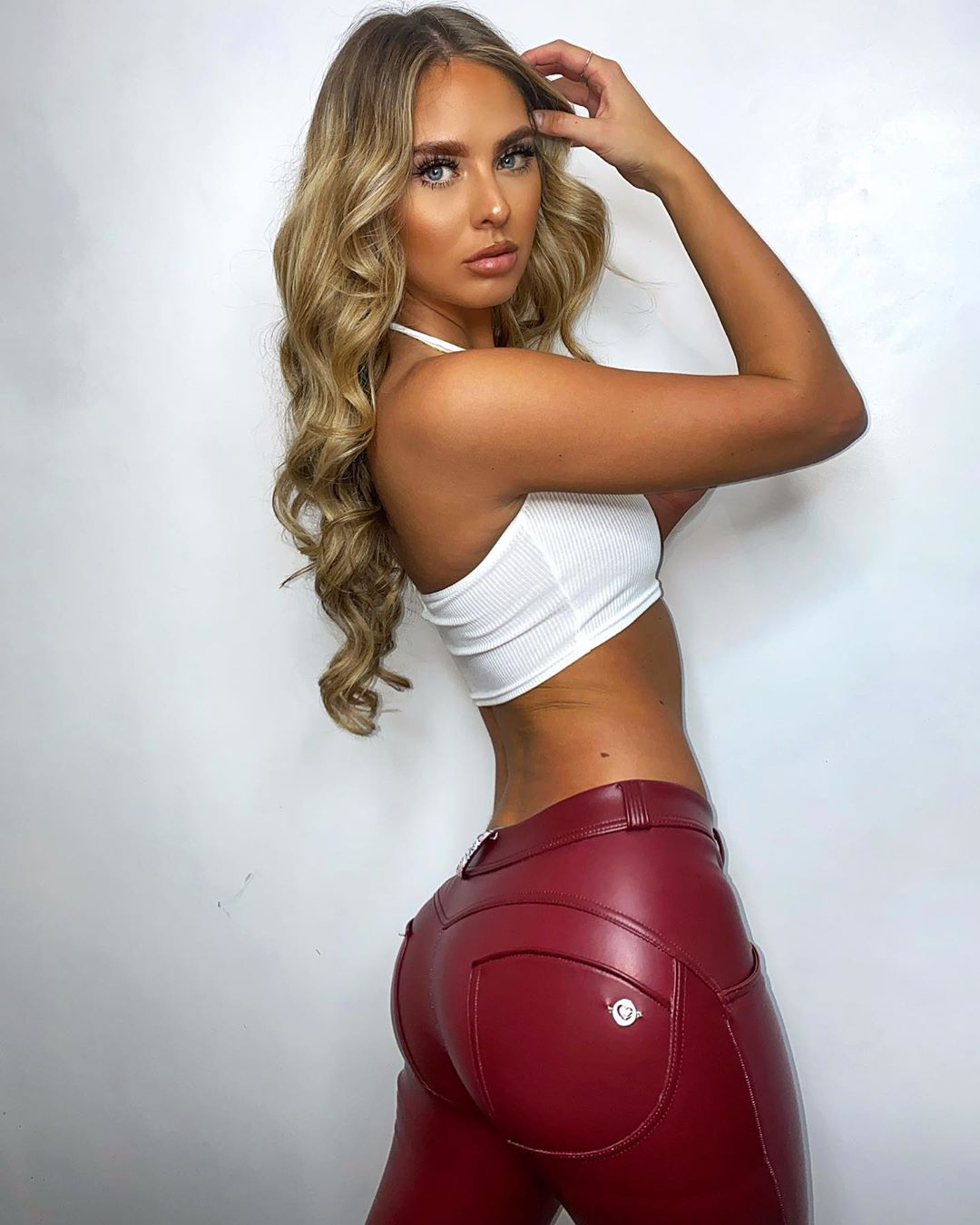 Molly-Krenz-Wallpapers-Insta-Fit-Bio-8