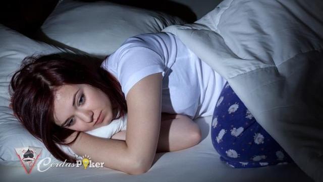 Susah Tidur Saat Tengah Malam Coba Lakukan Peregangan Ini