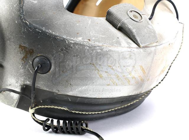 Prop-Store-Bwing-Helmet09.jpg