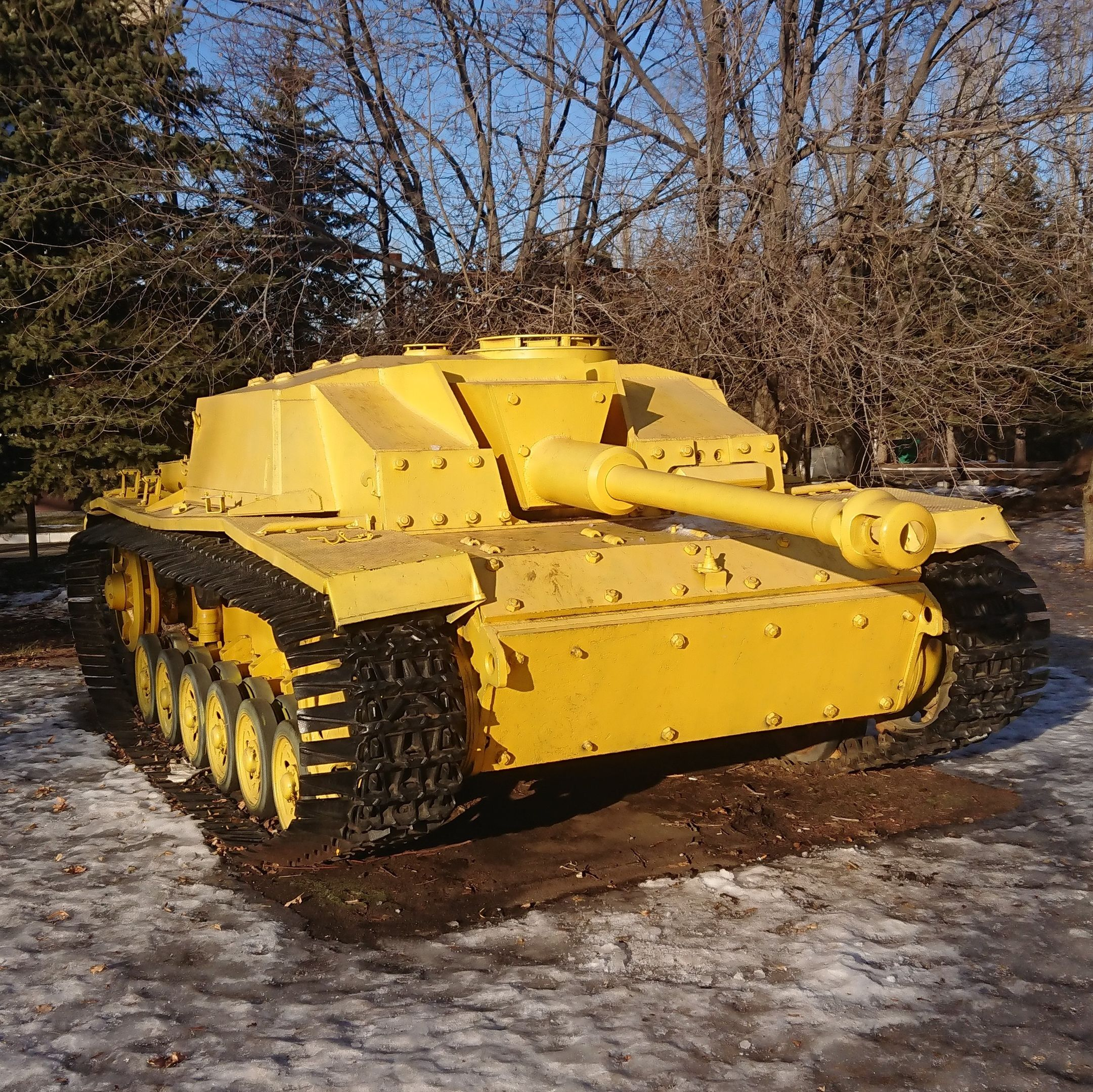 StuG-40 found in a swamp in 2002. His condition in 2020.