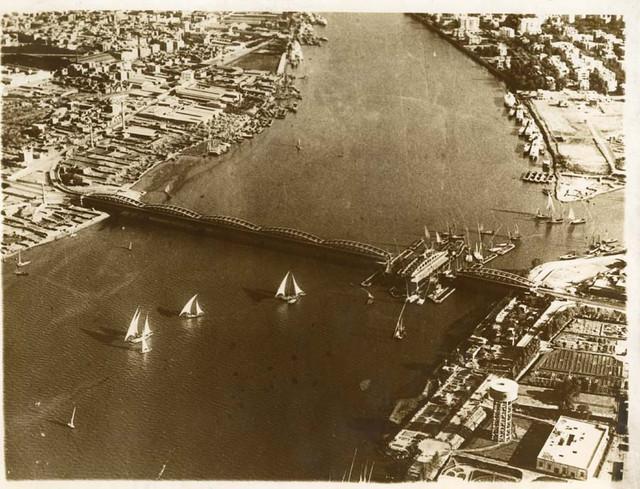 [Vue aérienne du pont d'Embabeh]