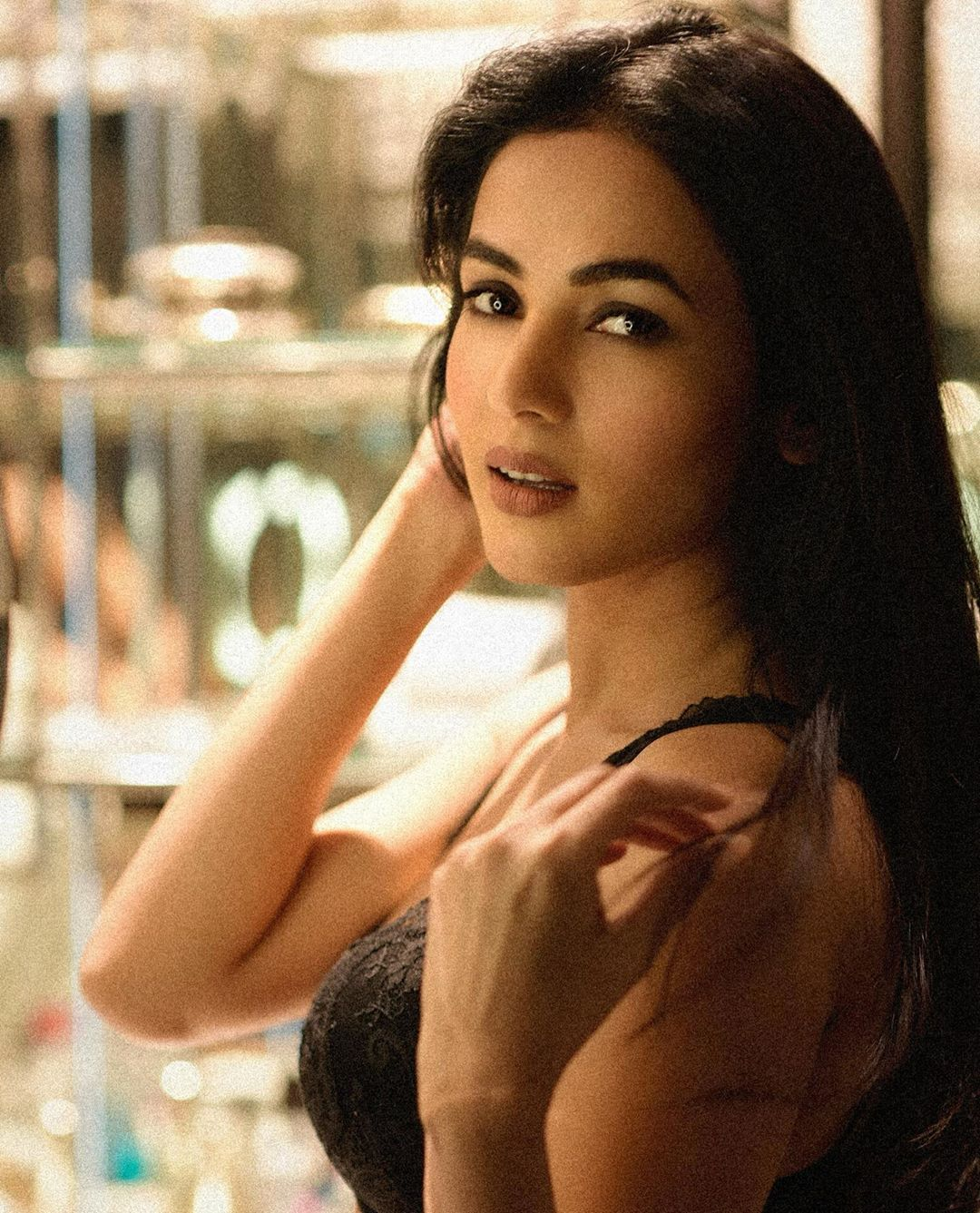 Sonal-Chauhan-Wallpapers-Insta-Fit-Bio-10