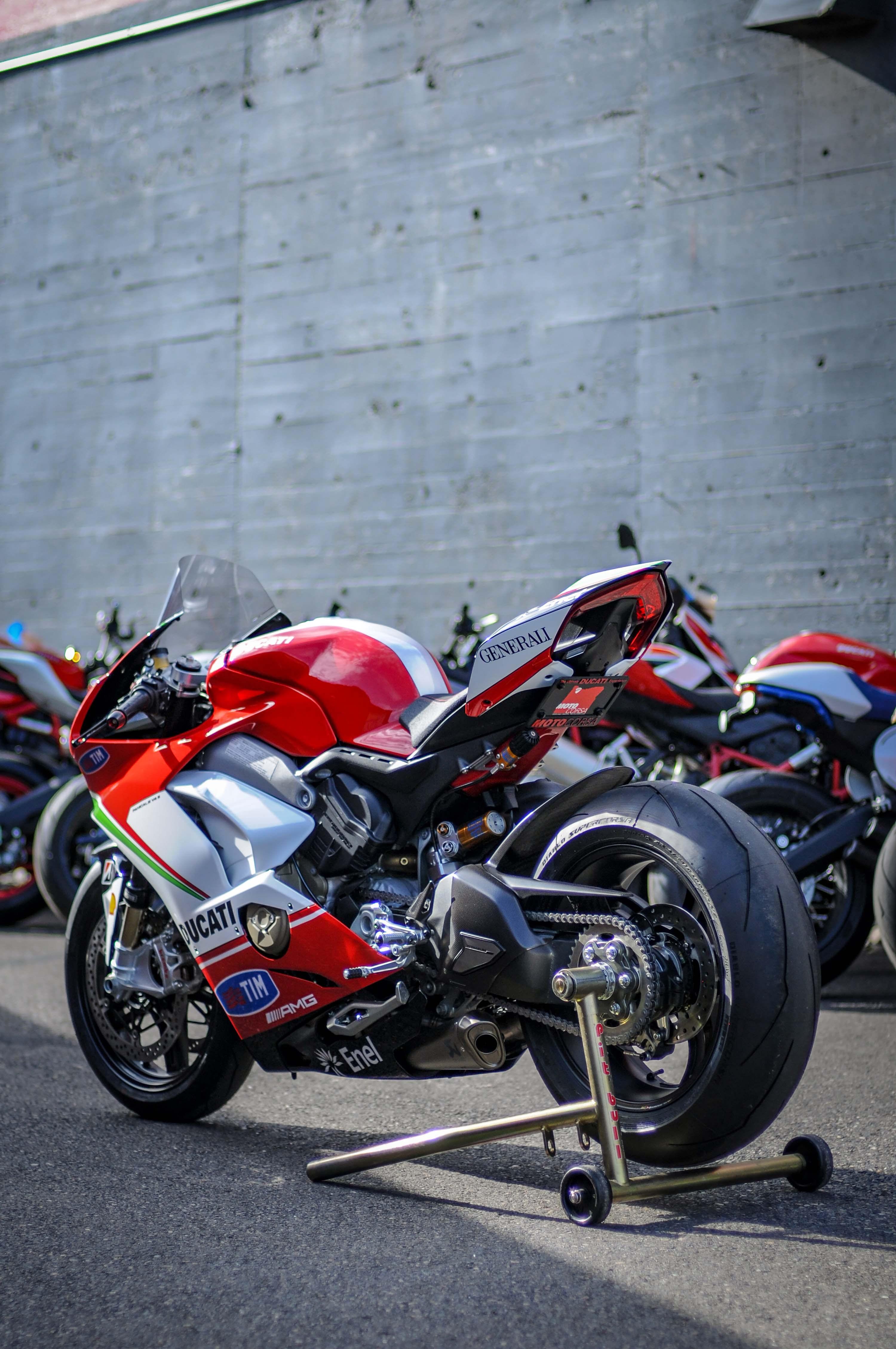 Nicky-Hayden-Ducati-Panigale-V4-tribute-32