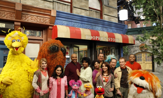 Photo-LIN-MANUEL-MIRANDA-as-Freddy-Flapman-with-Muppets-and-Enitre-Cast-in-Frankly-It-s-Becoming-a-H