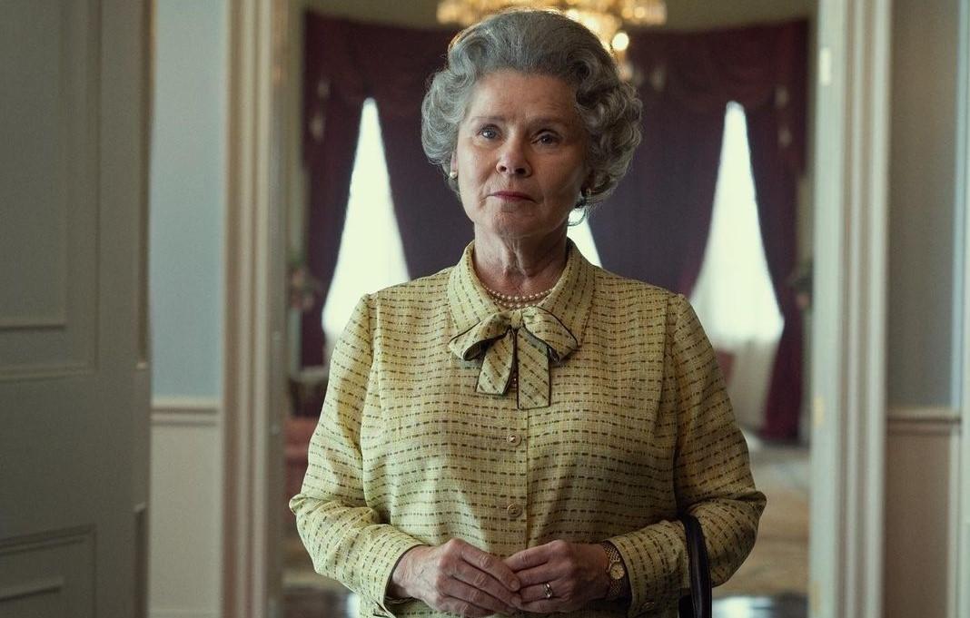La prima immagine di Imelda Staunton nel ruolo della regina Elisabetta