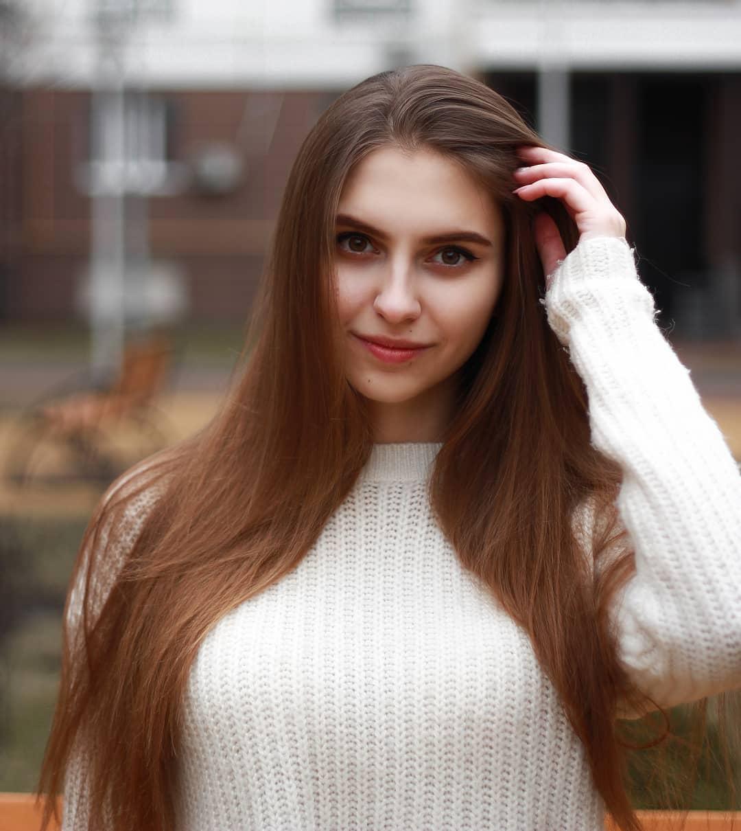 Katya-Melnyk-Wallpapers-Insta-Biography-9