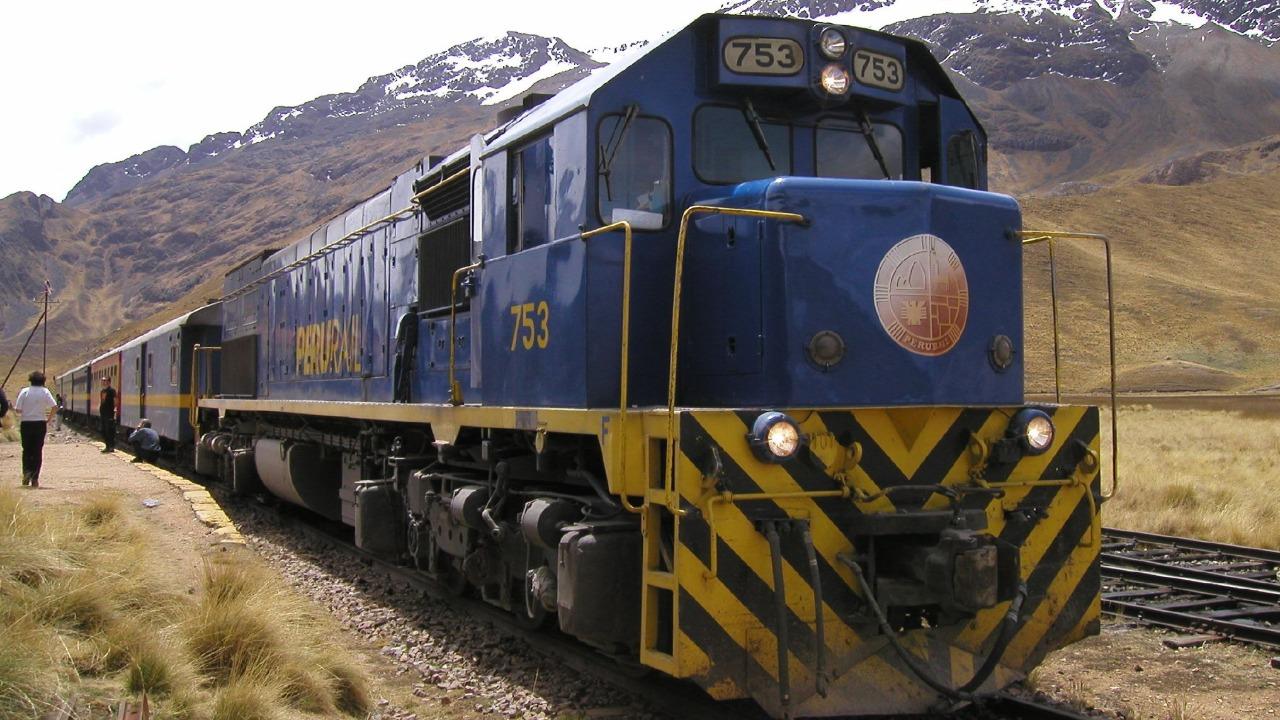 Presentan proyecto para nueva línea ferroviaria Juliaca-Puno- Desaguadero