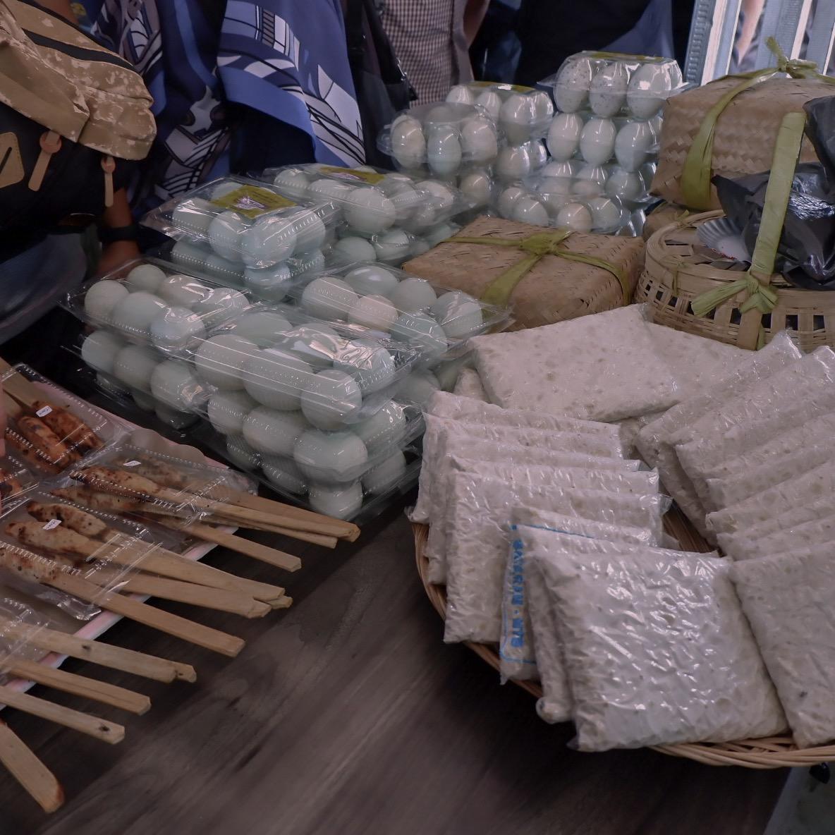 Telur Asin yang Dijual di Dasan Cermen