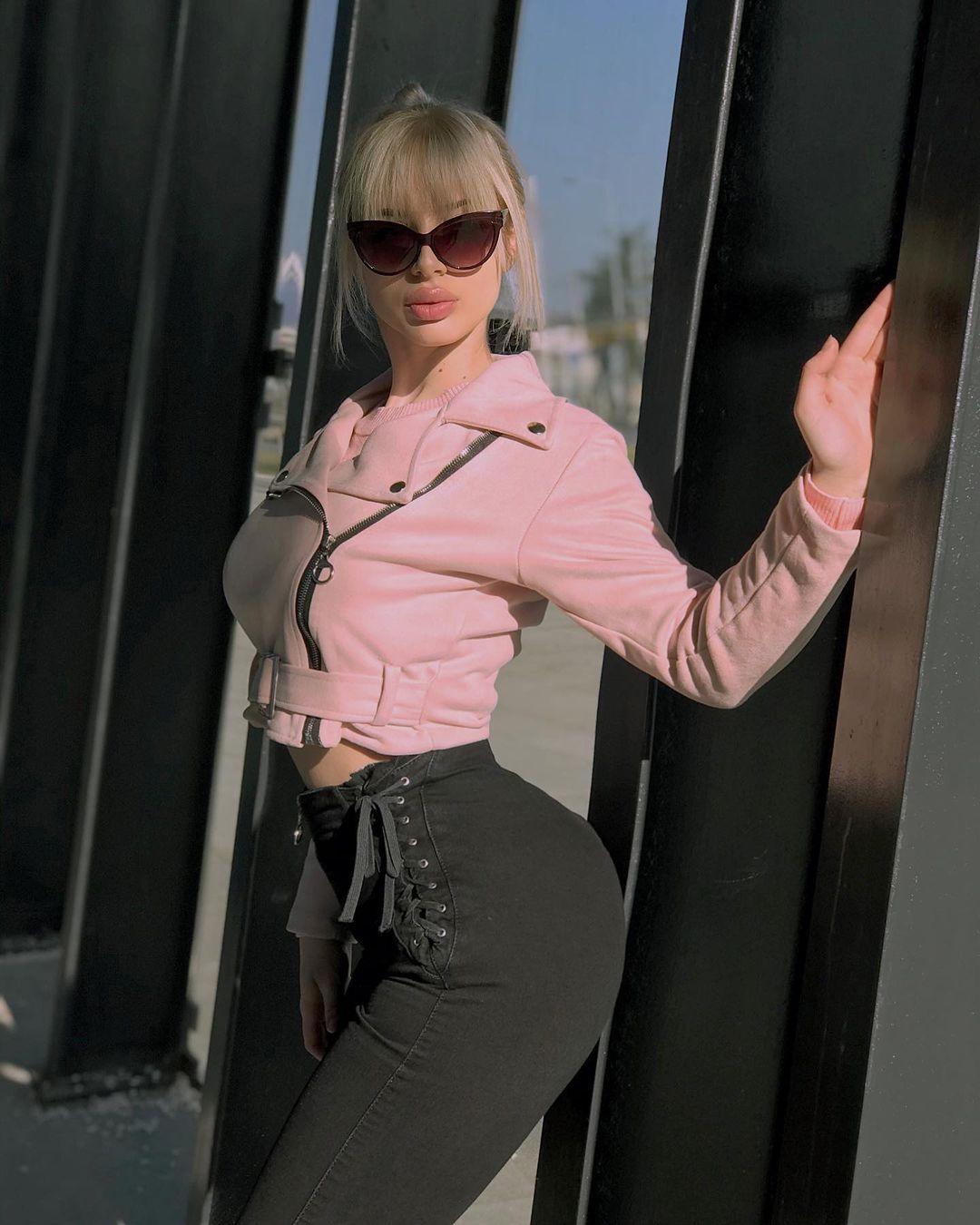 Jana-Zivkovic-Wallpapers-Insta-Fit-Bio-2