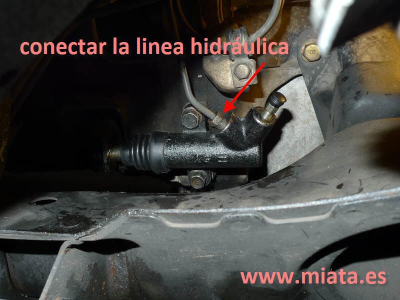 TUTORIAL DE COMO CAMBIAR EL EMPUJADOR HIDRAULICO DE LA LEVA DEL EMBRAGUE DEL MX-5/MIATA. 014