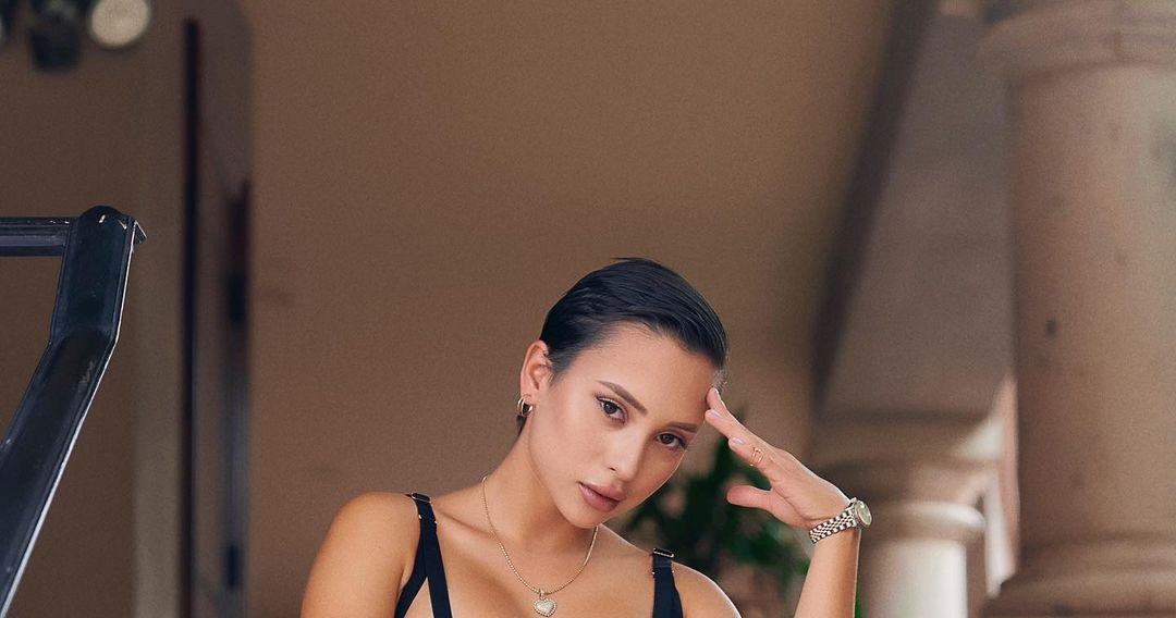 Veronica-Victoria-Perasso-Wallpapers-Insta-Fit-Bio-11