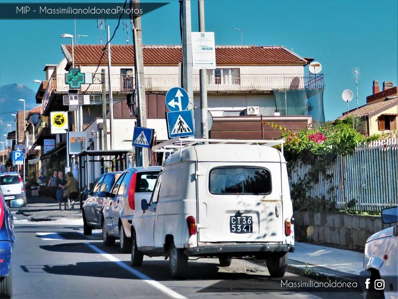 Veicoli commerciali e mezzi pesanti d'epoca o rari circolanti - Pagina 7 Renault-F4-850-34cv-74-CT365341